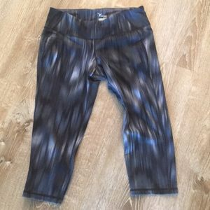 Old Navy workout capris size Large